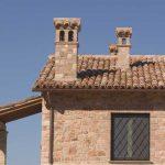 tetto coperto con coppi in cotto
