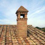 tetto e comignolo in cotto