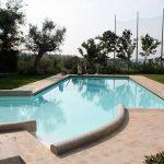 cordoli e pavimenti esterni di piscina